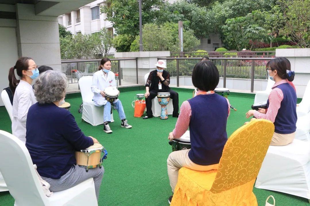 专访中国老年护理联盟秘书长:阿尔茨海默症患者能感受到爱与被爱图片