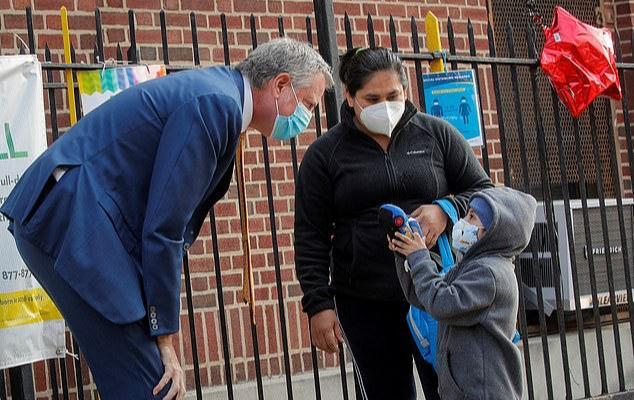 纽约市长临时高喊刹车,两度延迟开学日期激怒民众,被呼吁下台