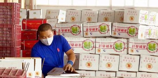 浙江高校消费扶贫组团式集中采购在新疆阿克苏发车