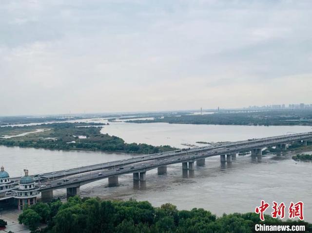 松花江哈尔滨段所有船舶停航 将迎战松花江干流洪峰