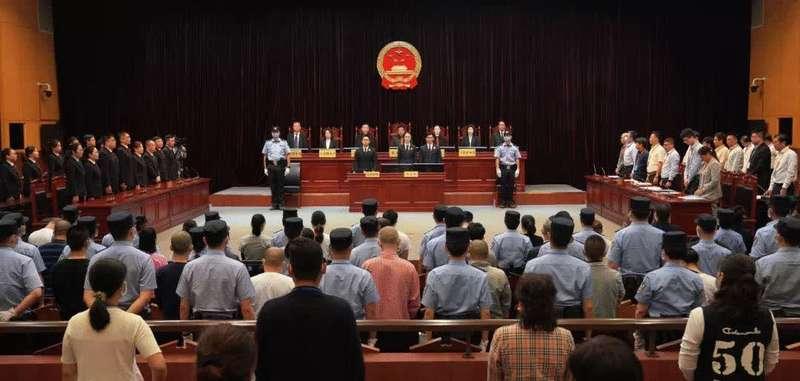 长期拉拢腐蚀国家工作人员 上海一涉黑团伙38人获刑