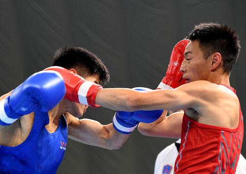 拳击——全国男子锦标赛:贵州选手张果晋级52公斤级决赛