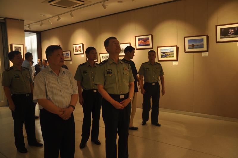 传承抗战与抗美援朝精神,上海警备区举办老干部书画摄影展