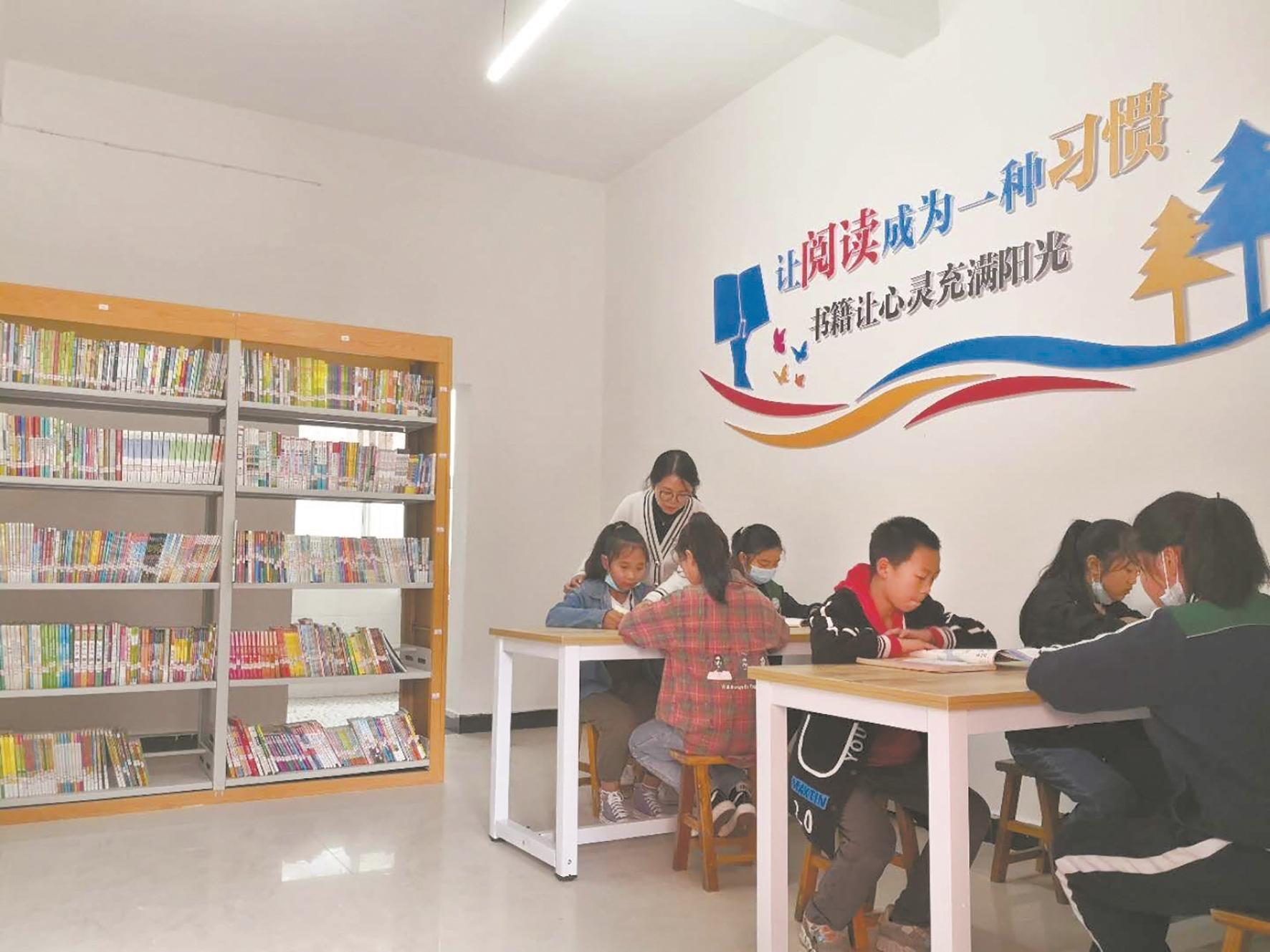 利川这所山村小学飘溢珞珈书香 当地民警发动武大校友捐书  新建的爱珈图书室昨日开放