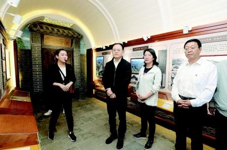 省人大常委会副主任李俊明在离石区调研廉政文化建设