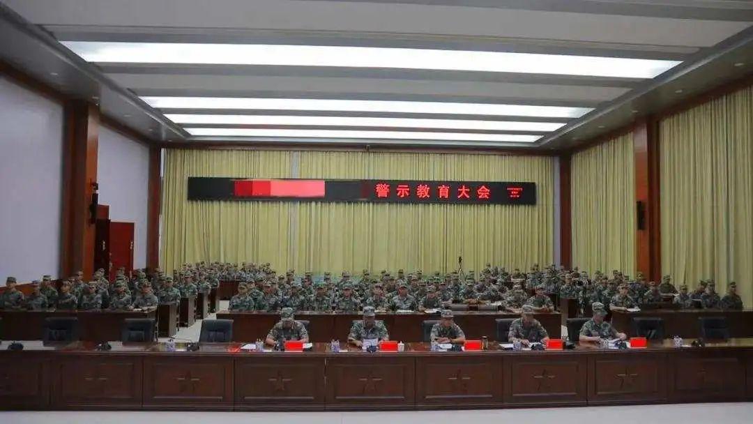 因违规使用手机泄密,东部战区一战士被处分提前退役图片