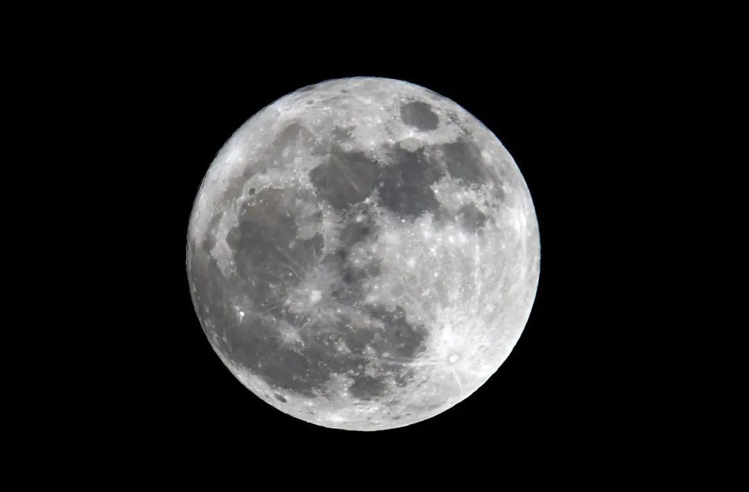 月球(图源:新华社)