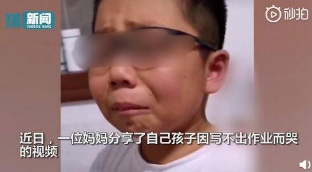 命题《放学路上的风景》,男孩家离学校太近写不出作文大哭,网友纷纷支招