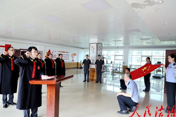 四川巩县法院为新员工举行宪法宣誓仪式