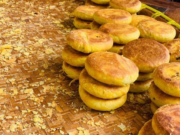 一口甜来一口咸,芝麻葱油各有千秋 无锡老式手工麦饼上市啦!