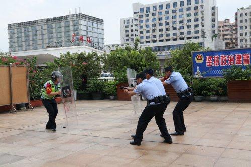 广州铁警预热国庆安保