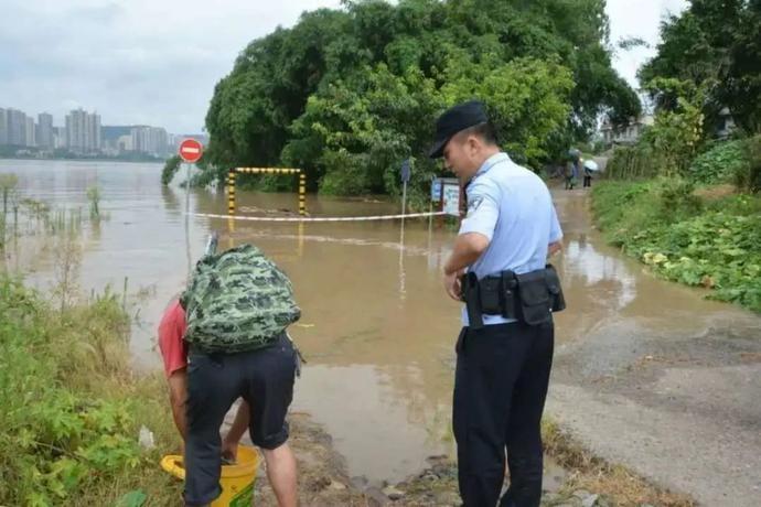 江边、市场、餐馆:九龙坡警方涉渔场所巡查全覆盖