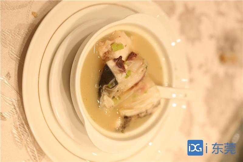 好食光|川芎白芷天麻鱼头汤:营养美味,缓解头痛