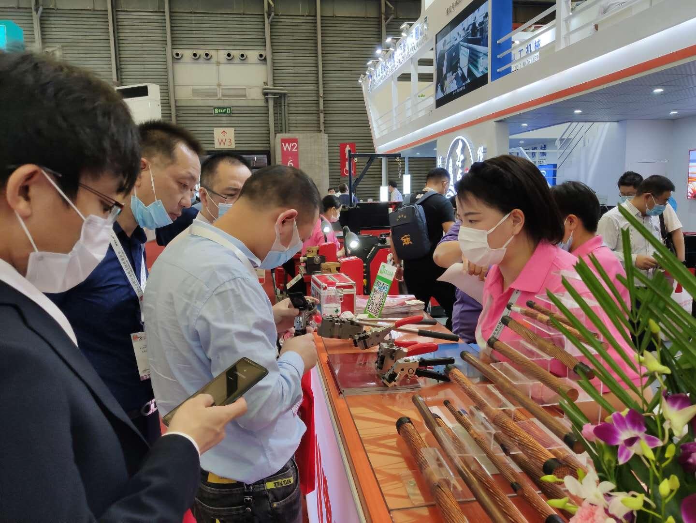 东台镇举办上海电缆行业招商引资活动