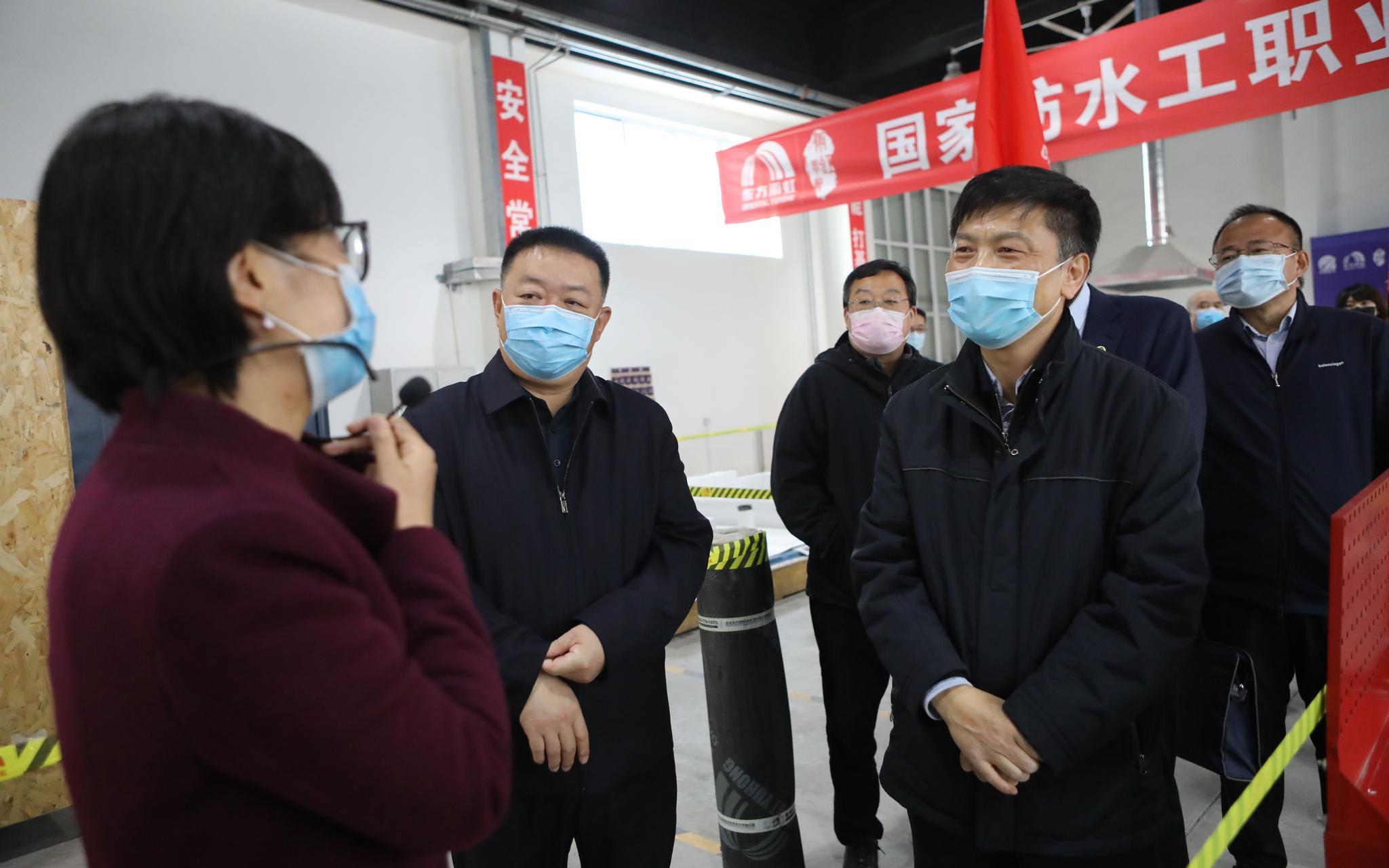 北京人社局局长徐熙:应对疫情 北京稳住了就业基本盘图片