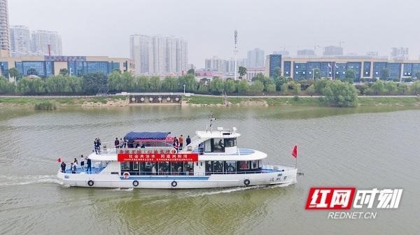长沙开福区:30位新河长获聘书 守护浏阳河水扬清波
