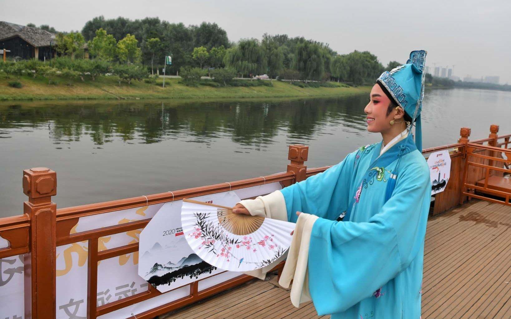 南北方戏曲演员依次演出古典戏曲。新京报记者 李木易 摄