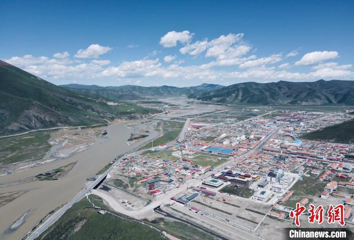 三江源区高海拔城镇造林绿化项目取得阶段性成果