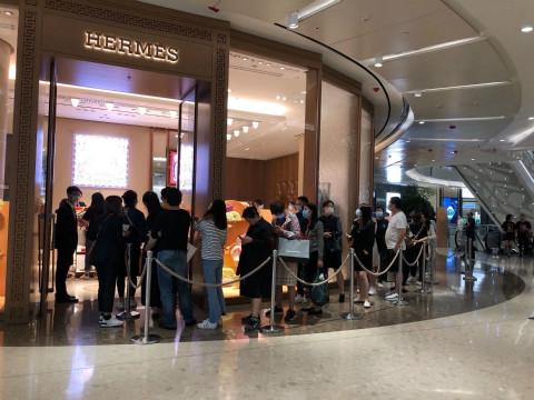门口又排长队 全球奢侈品复苏从中国开始了图片