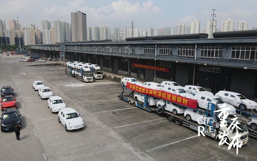 82台保时捷,专列运抵重庆图片