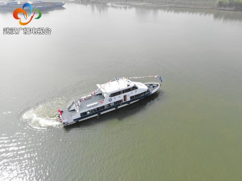 汉江武汉段第一艘水政执法艇投入使用