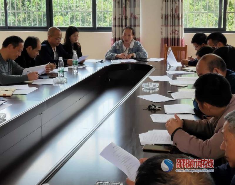 隆回县横板桥镇中心学校召开全镇教育系统人口普查推进会