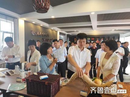 惠民县委书记殷梅英带领党政考察团到博兴县乔庄镇参观考察