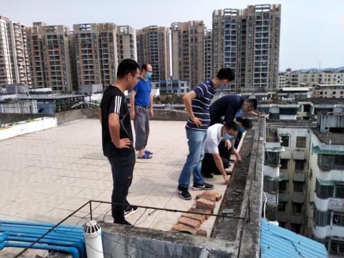 黄埔 修护楼顶防水层却导致楼顶漏水更严重,谁之过?