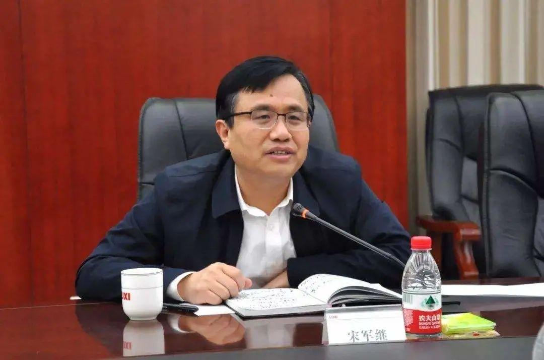 前任去世两个月后,新任山东省政府秘书长到任图片