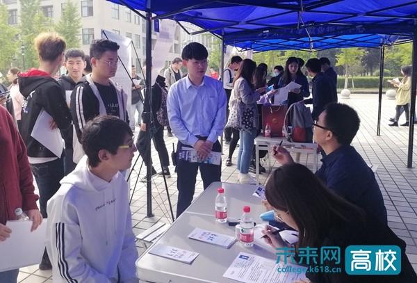 西安石油大学举办2021届毕业生首场校园综合招聘会