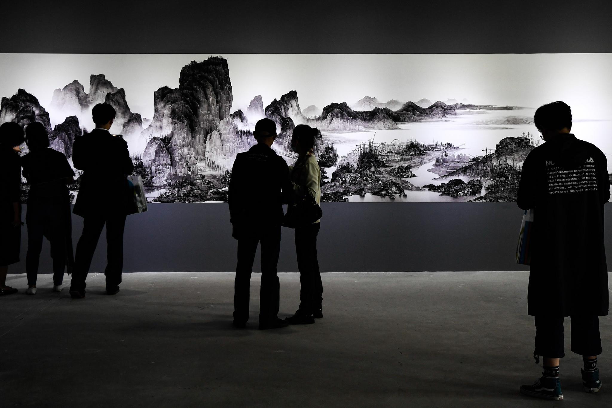 54位中外艺术家影像作品亮相杨浦滨江百年仓库展出