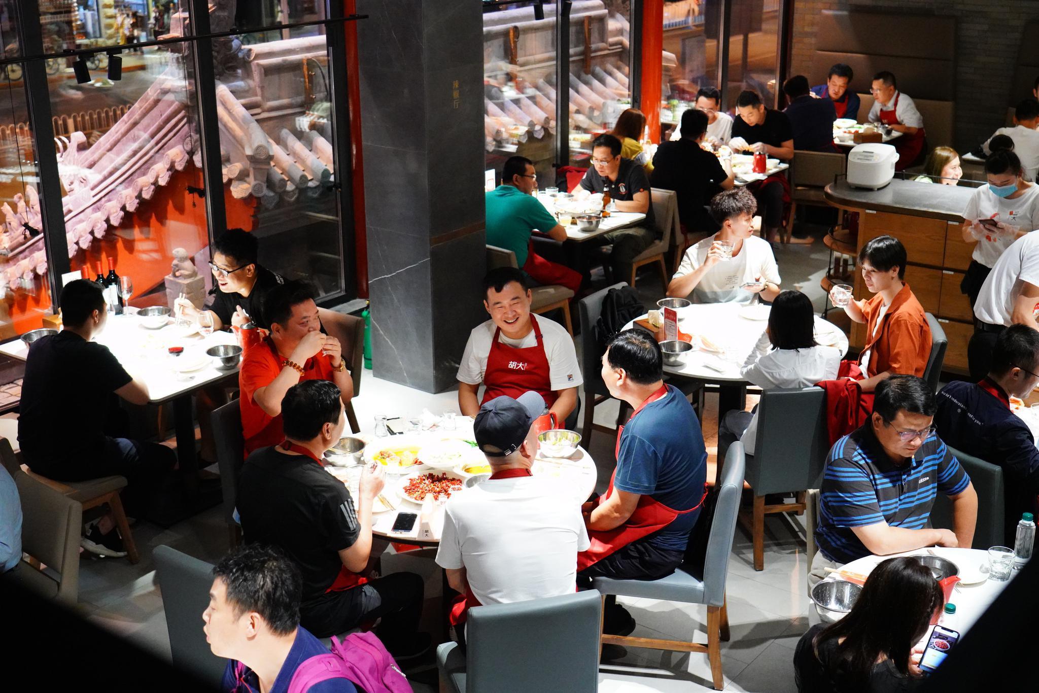 """北京多家餐厅包间已订满,""""十一""""假期预计迎消费""""爆点""""图片"""