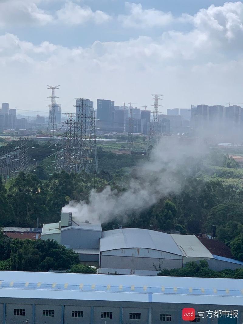 增城小区旁沥青厂废气呛人?官方:确系先厂后楼,将加强监管