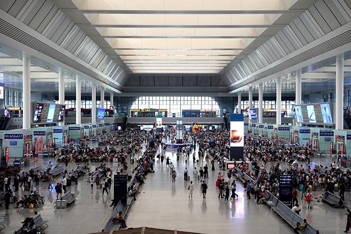 南宁铁路:预计中秋国庆双节期间客流恢复至去年同期八成左右