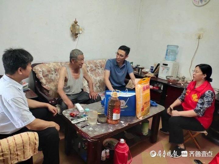 """文汇街道荟萃社区:""""敲门""""解决居民烦心事"""