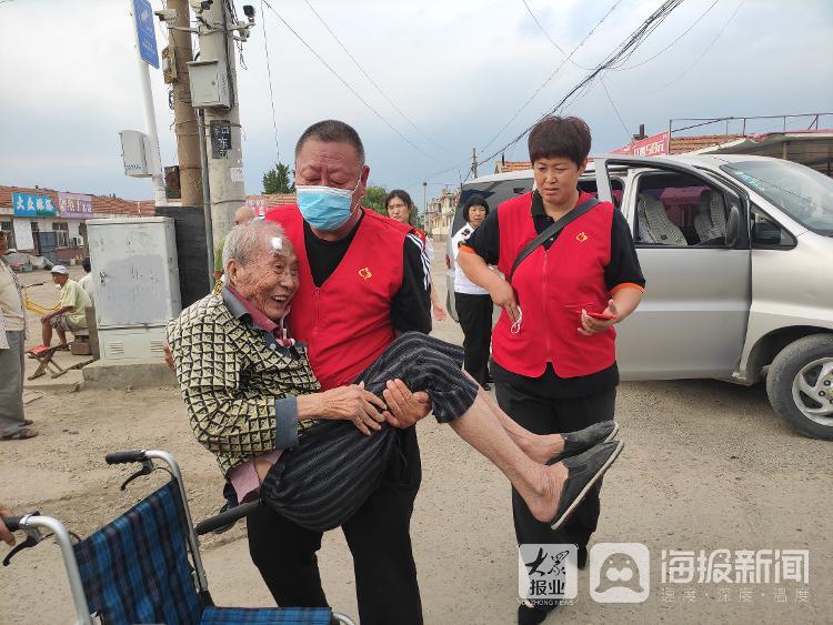 视频:98岁老人家中意外摔伤!交运志愿者发现后及时送医