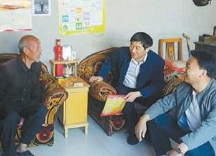 百姓身边的第一书记 唐俊华和15本民情日记图片