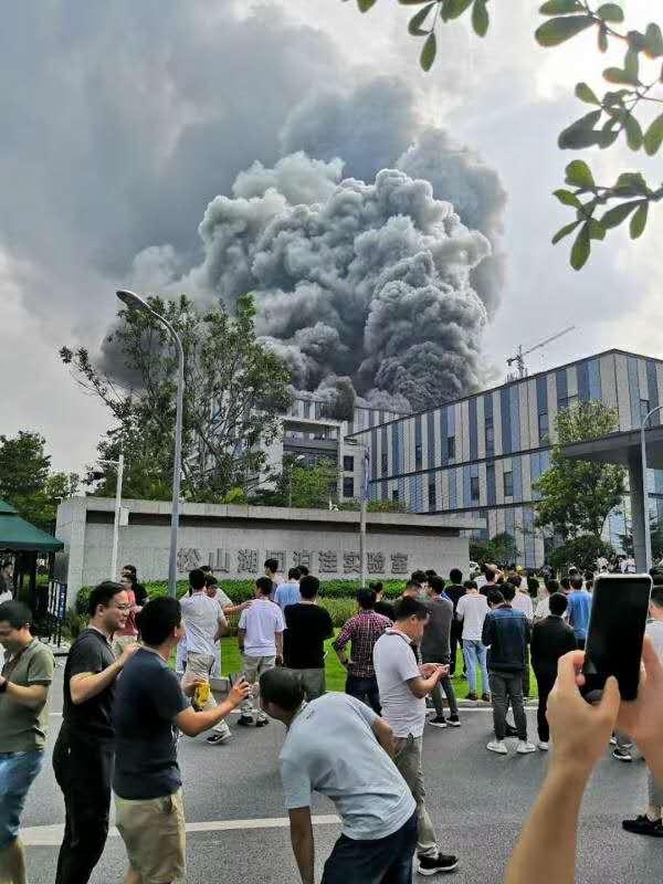 华为东莞实验室起火,东莞消防通报燃烧物为吸音棉图片
