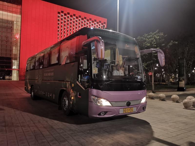 郑州交运集团全力保障金鸡百花电影节启动仪式