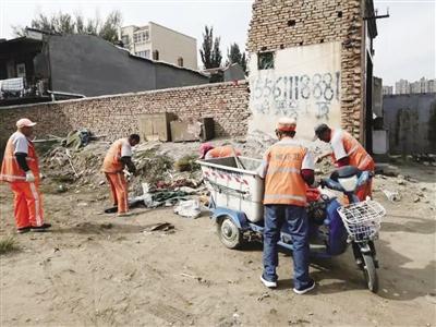 【青城眼】大杂院、平房区、铁路沿线依旧是垃圾偷倒的重灾区—— 环卫工人两天清理94吨偷倒的垃圾