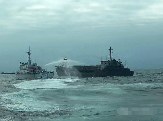 """台""""海巡舰艇""""用高压水枪射击大陆抽砂船!?图片"""