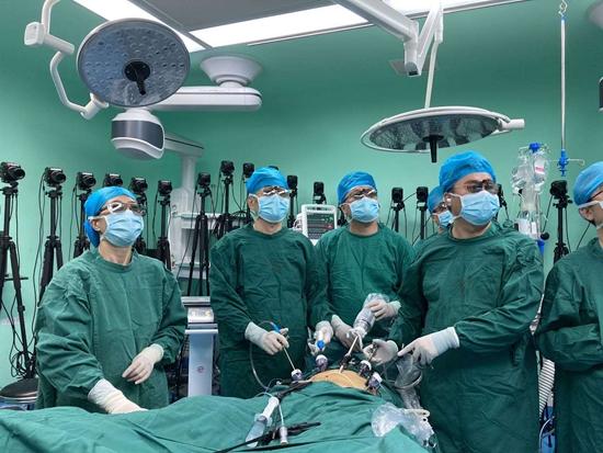 全球首例5G+原研手术机器人超远程泌尿外科手术成功 联通技术助力医疗扶贫3000公里一线牵