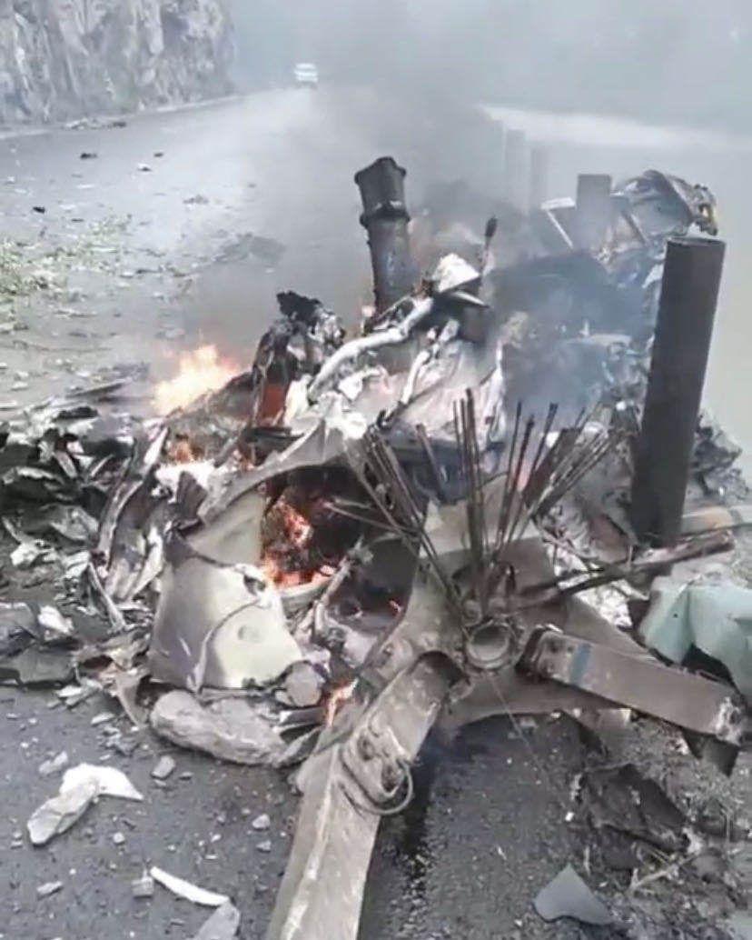 四川阿坝黑水县一直升机坠落,现场发现三具遇难者遗体图片