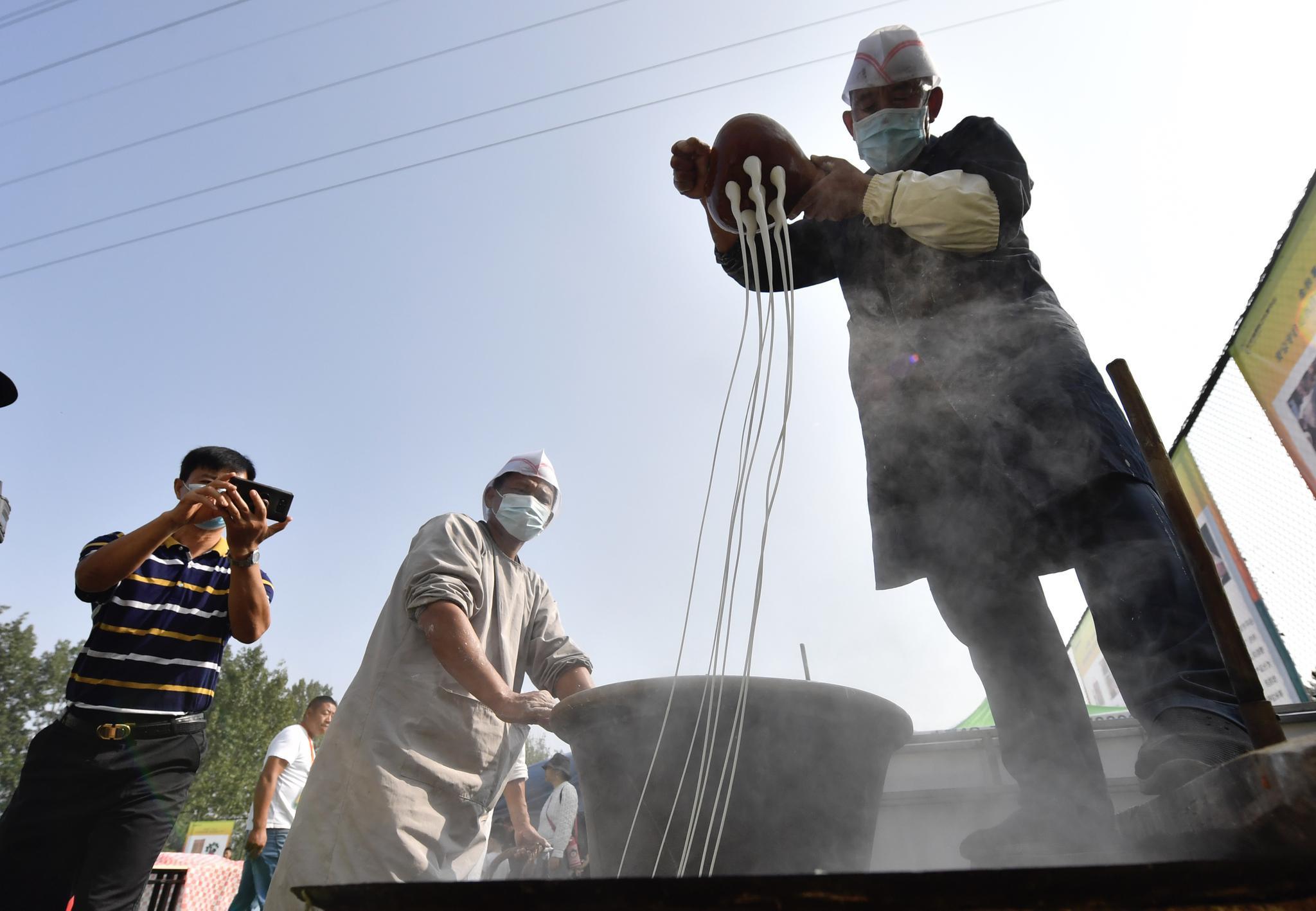 平谷夏各庄红薯文化节开幕,市民体验农事乐趣图片