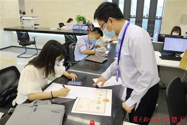 """""""套餐联办+告知承诺"""",江汉区行政审批服务更加高效便捷"""