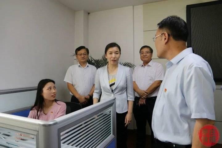 张宏伟到枣庄市长热线和市民中心调研