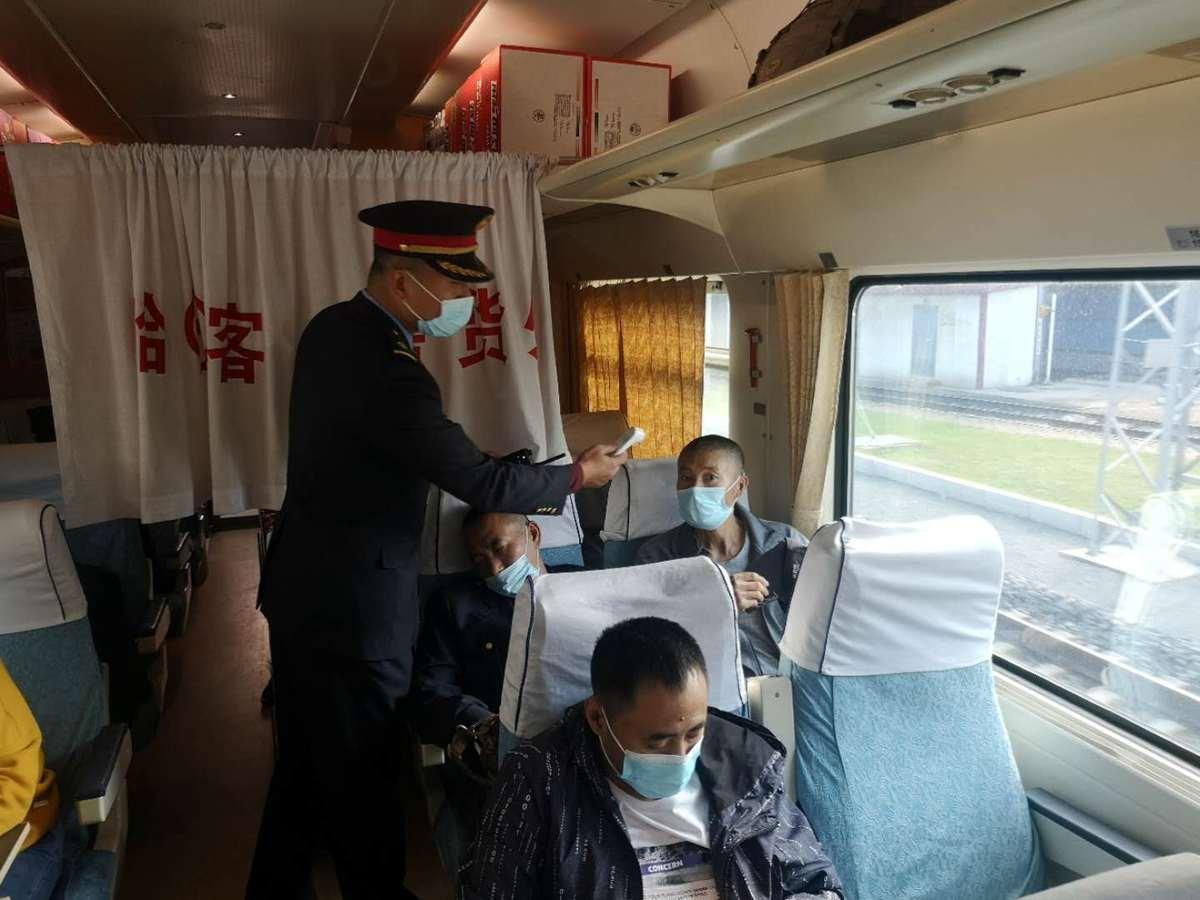 """袁帅:""""公交""""火车上的快节奏车长"""