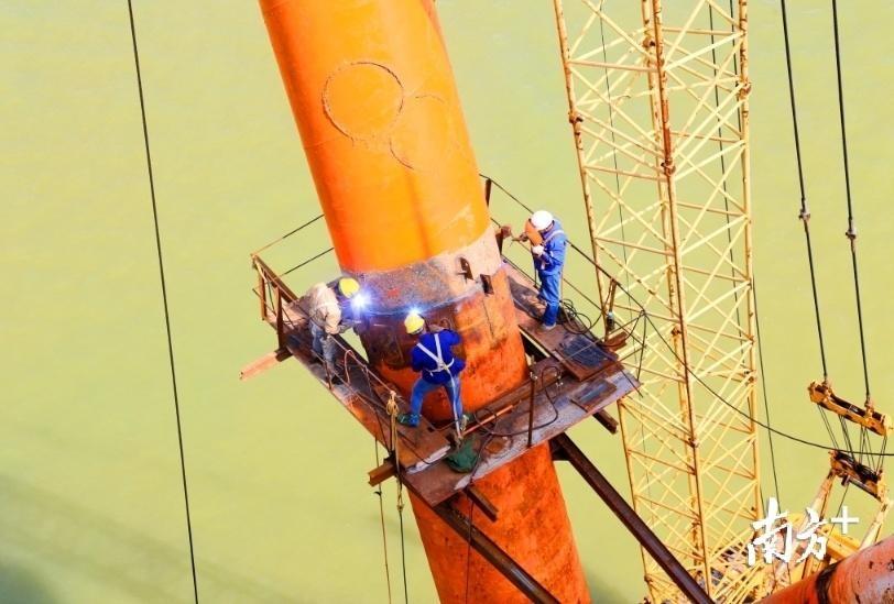 """点赞!""""双节""""期间,珠海金海大桥建设工人将坚守一线"""