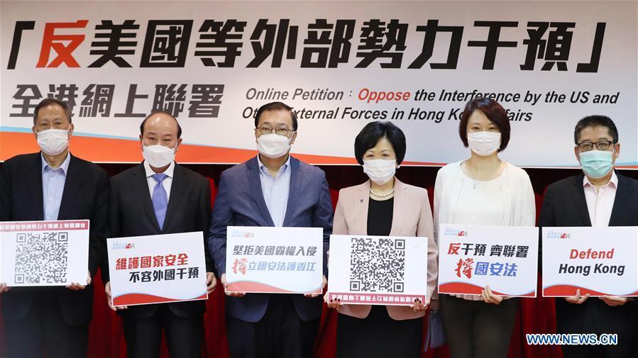 6月15日,香港各界再次提议署名大举措,否决外国权势干涉香港(图源:新华网)