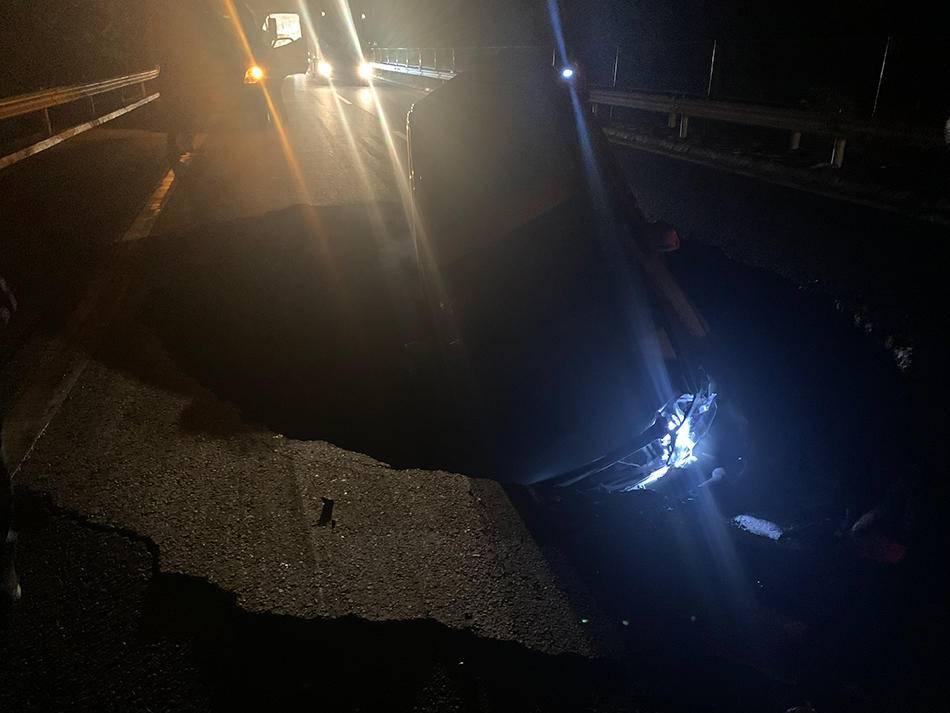 青兰高速定西路段路面塌陷致4车受损,养护公司:正协商处理